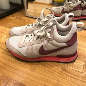 3f0461d9a72 Nike Shoes - Nike Internationalist Mid